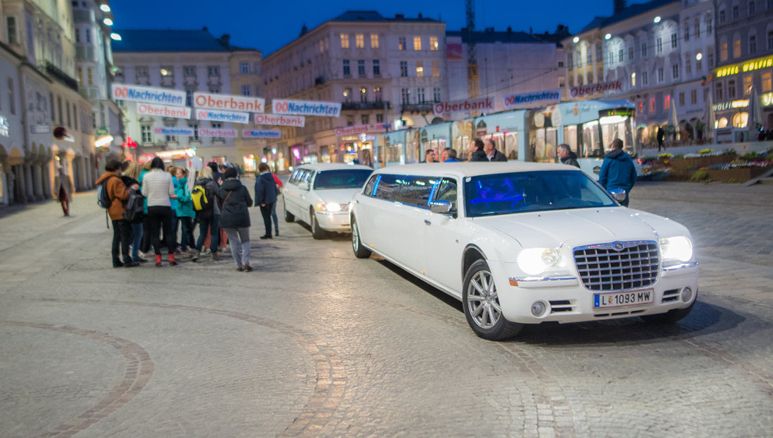 2 Limousinen am Hauptplatz_tg